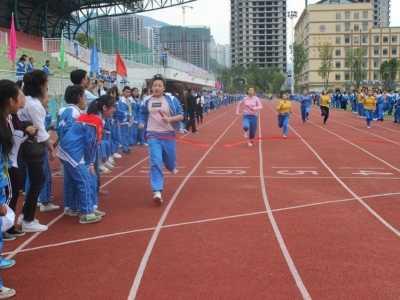运动会有关新闻报道 青春在运动会上绽放——思南第三中学运动会系列报道