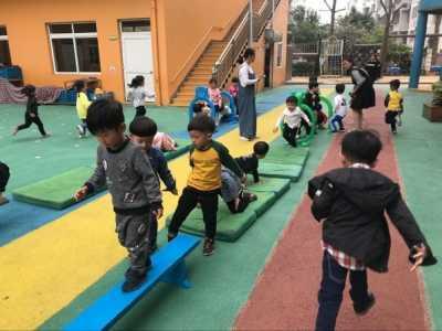 小班户外运动报道 小班户外活动——我是小勇士