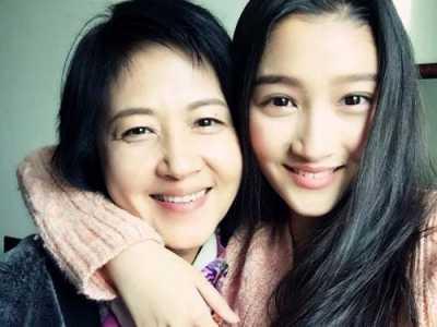 关晓彤的妈妈 关晓彤妈妈李君资料微博