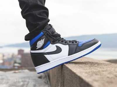 黑色连脚袜配运动鞋 aj1黑蓝脚趾配什么袜子aj1黑蓝脚趾搭配什么颜色袜子